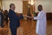 L'Ambassadeur Saïdou ZONGO présente ses Lettres de créance à Son Excellence Monsieur Evaristo DO ESPĺRITO SANTO CARVALHO, Président de la République Démocratique de São Tomé et Príncipe